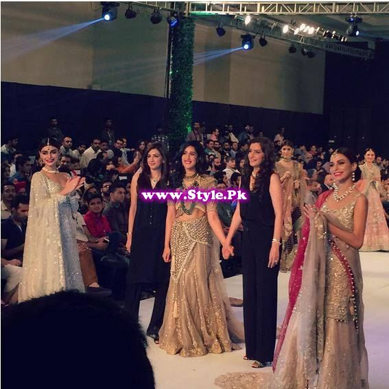 Models at PFDC L'Oreal Paris Fashion Week  2015 (6)