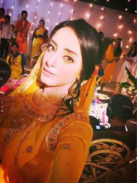 Latest Photoshoot Of Beautiful Sanam Chaudhry001