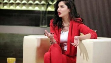 Mahira khan hot looks