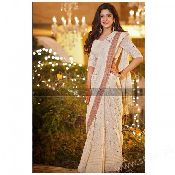 Mawra Hocane seen in a Divani Pakistan Signature Chikankari Saree