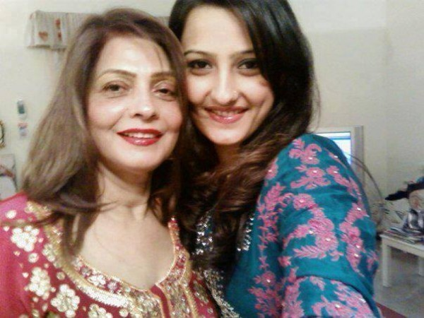 Momal Shekh with her mother Zeenat Mangi