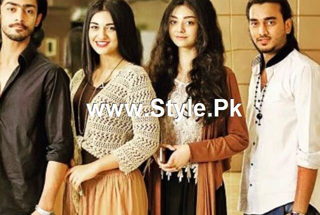 See Pictures of Sara Khan with her siblings