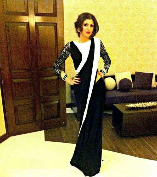 anam ahmed in black saree
