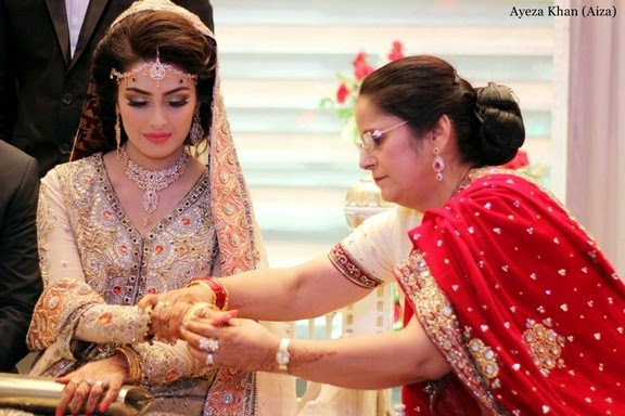 Pakistani Celebrities With Their Mothers