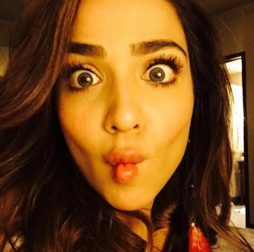 Funny Selfies by Celebrities.jpg-unusual