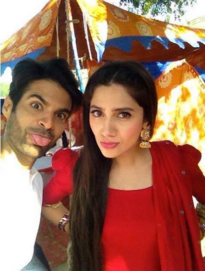 Funny Selfies by Pakistani Celebrities - sadkay tmry