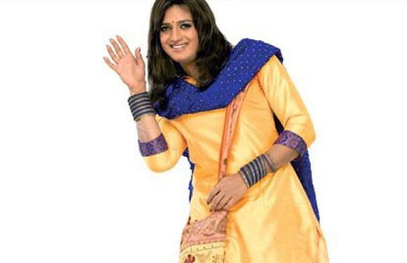 Ritesh Deshmukh in girl clothes