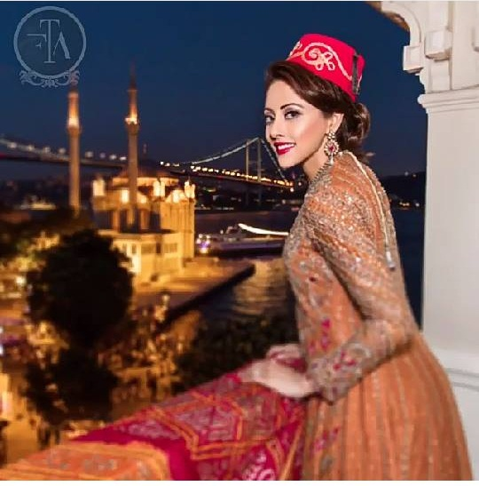 Ainy Jaffri's latest Photoshoot for Farah Talib Aziz (4)