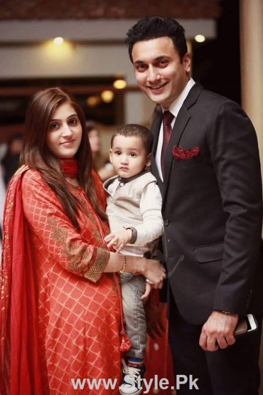 Pakistani Actors with their wives (7)