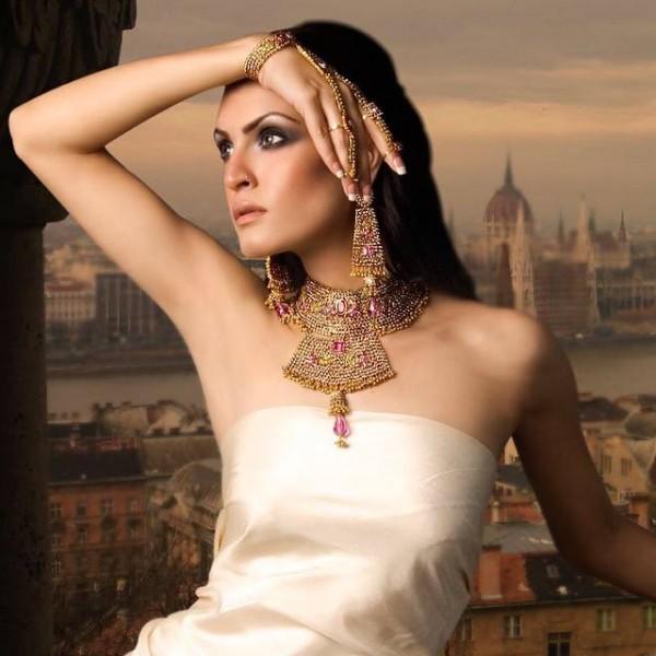 Pakistani Celebrities endorsing Afzal Jewelers (22)