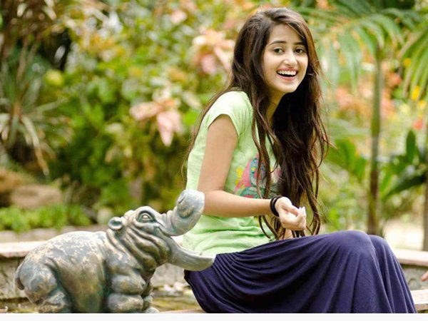 Top 5 Beautiful And Talented Pakistani Female Celebrities Of 2015003