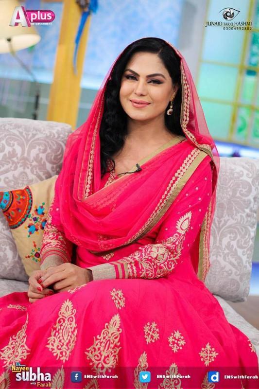 Veena Malik and Asad Bashir in EK Nayee Subha with Farah Today (15)