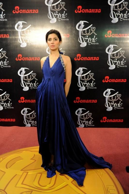 Mahira khan's most iconic Style moments. blue