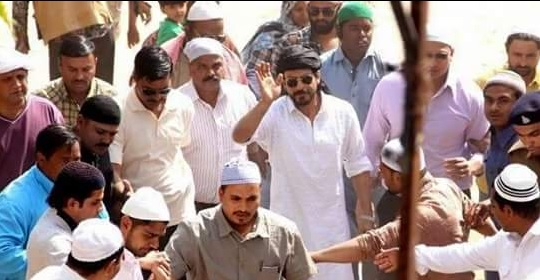 Pictures of Mahira Khan and SRK on the set of Raees (2)