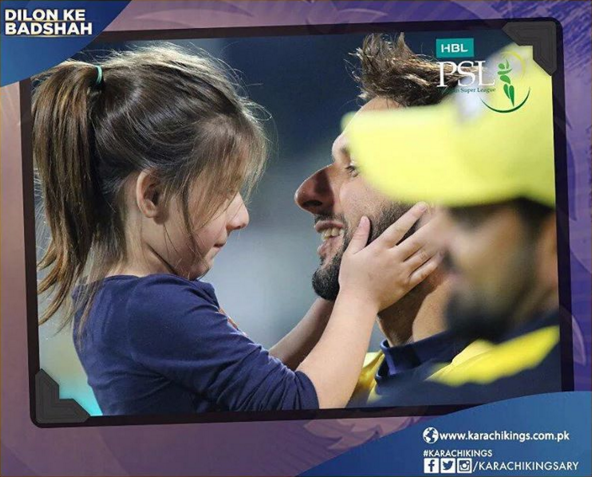 Shahid Afridi with His Daughters at PSL.lilt