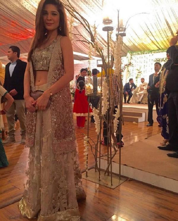 ayesha omer at a wedding