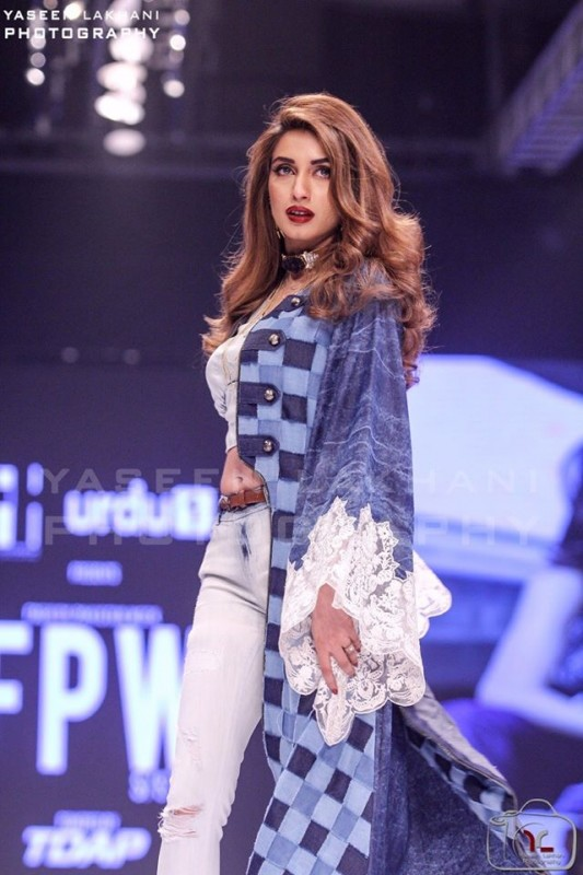 See After a long time Iman Ali walked on Ramp at FPW16 Day 3