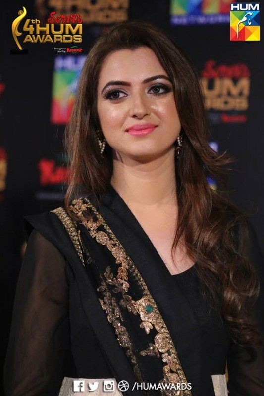 Hair Styles of Celebrities at HUM Awards 2016 (11)