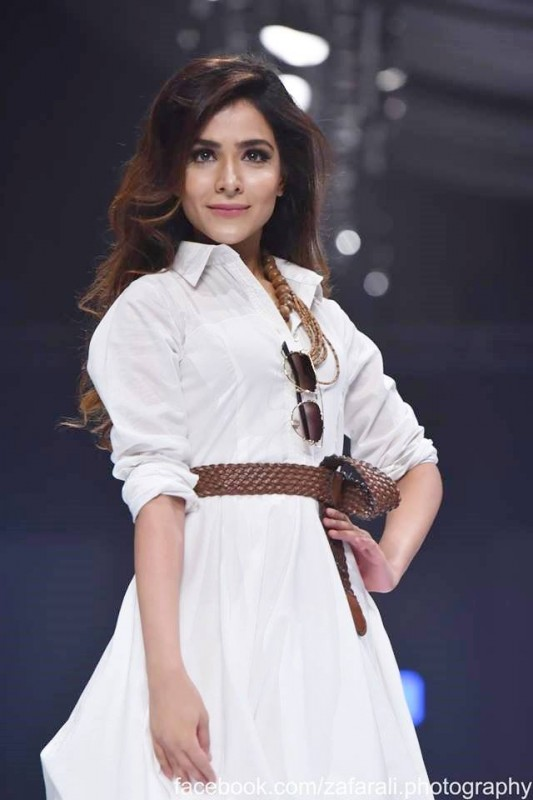 Humaima Malick is seen in Full Length outfit (4)