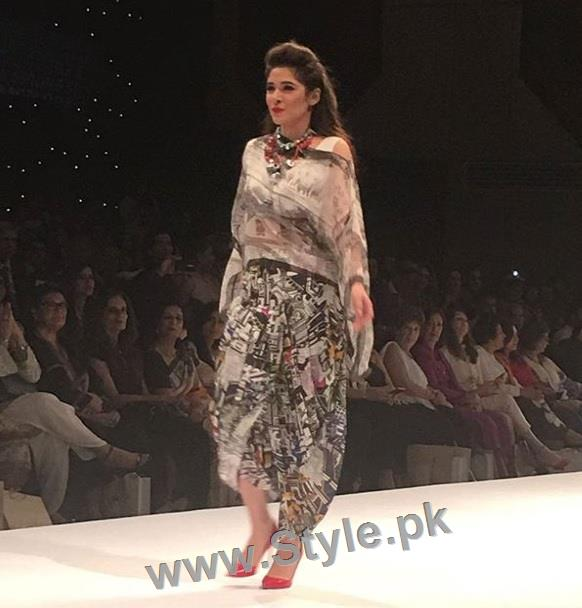 Looks of Pakistani Celebrities at FPW'16 Day 1 (4)