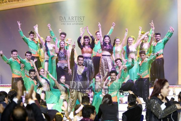 Pictures of Pakistani Celebrities during performance at ARY Film Awards 2016 (23)