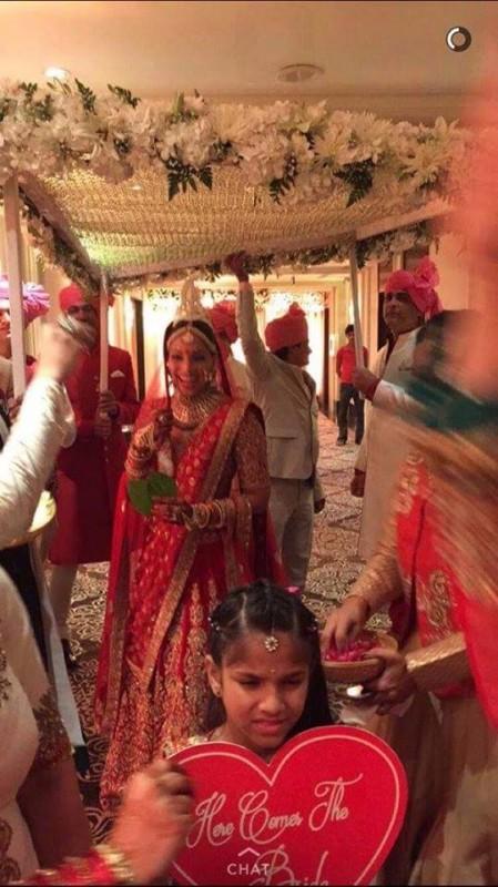 Bipasha Basu's Wedding Pictures (2)
