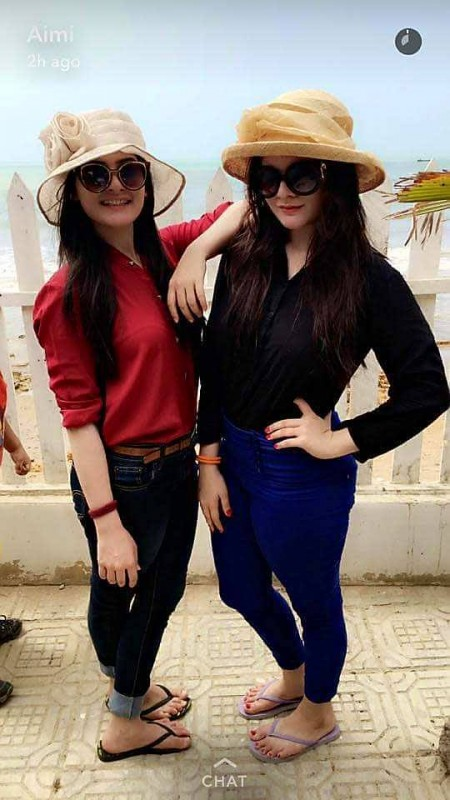 Beach Pictures of Aiman Khan and Minal Khan (2)