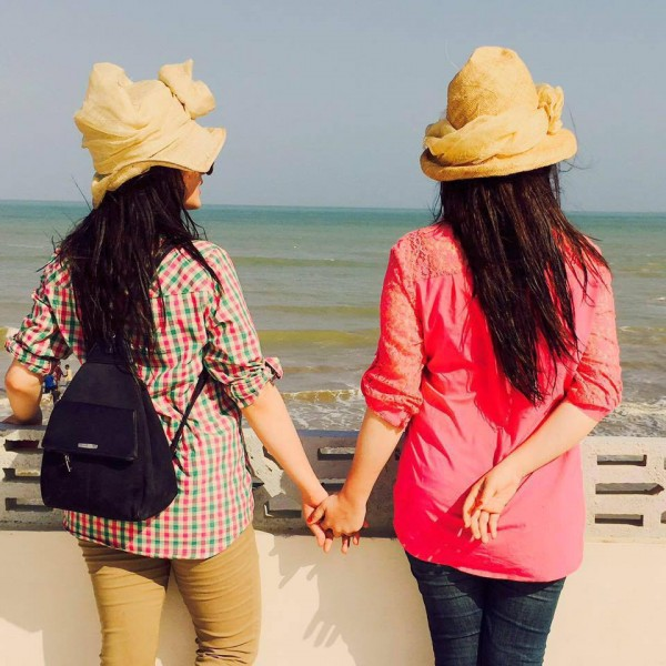 Beach Pictures of Aiman Khan and Minal Khan (4)