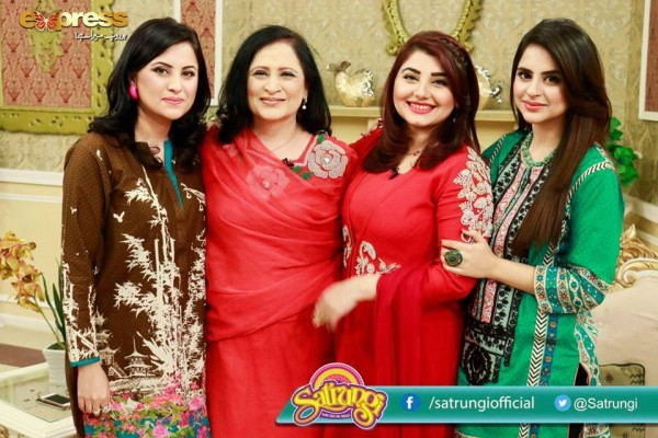 Fatima Effendi with her Mother and Sister (2)