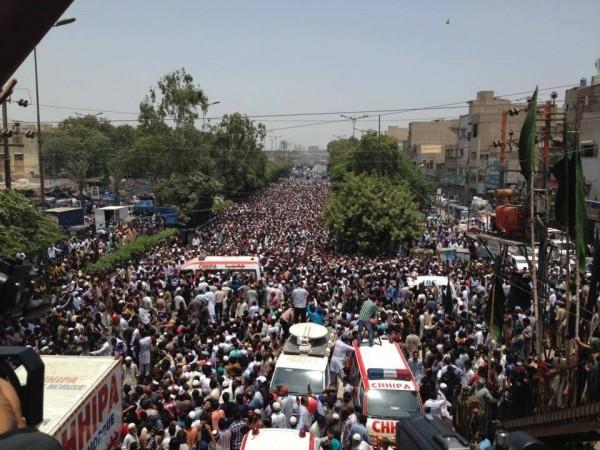 Huge crowd at funeral of Late Amjad Sabri (5)