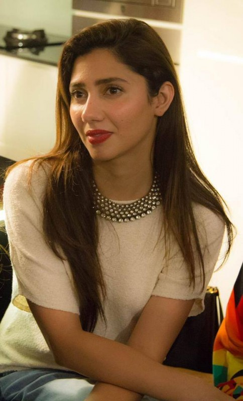 Mahira Khan in Singapore with her fans (11)