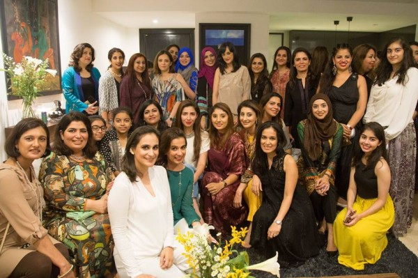 Mahira Khan in Singapore with her fans (6)