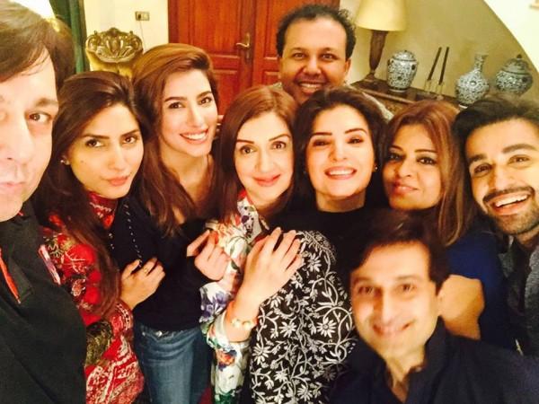 See Pakistani Celebrities Enjoying Sehri together
