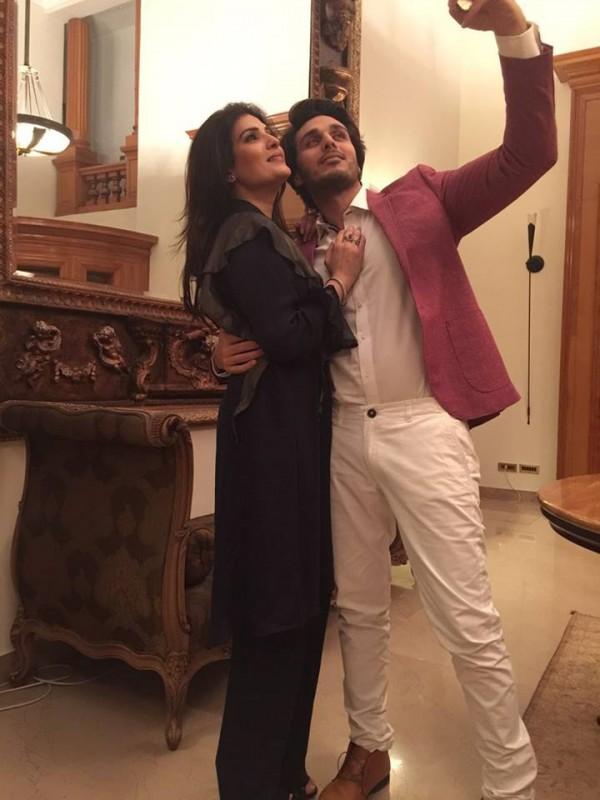 Pakistani Celebrities Enjoying Sehri together (4)