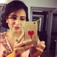 Ushna Shah selfie by beauty
