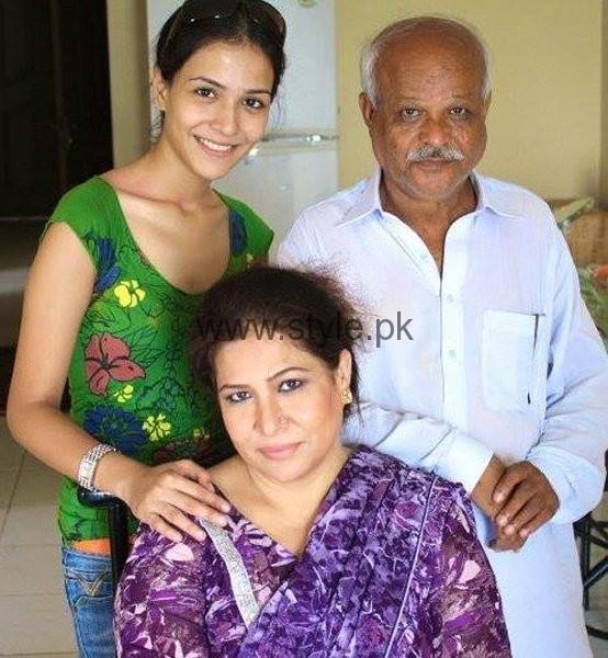 Family Pictures Of Beautiful Humaima Malik001