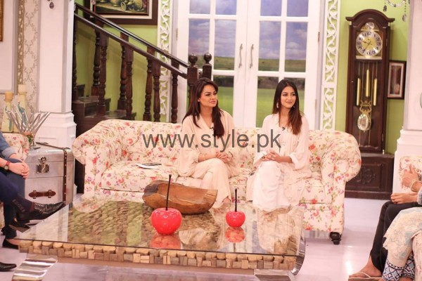 Javeria Abbasi with her daughter in Good Morning Pakistan (3)
