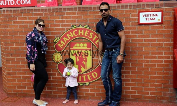 Pakistani Cricketers with their families in Manchester  (2)