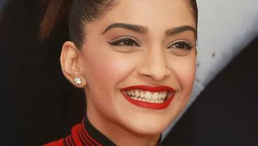See Sonam Kapoor is going to work in Pakistani Movie