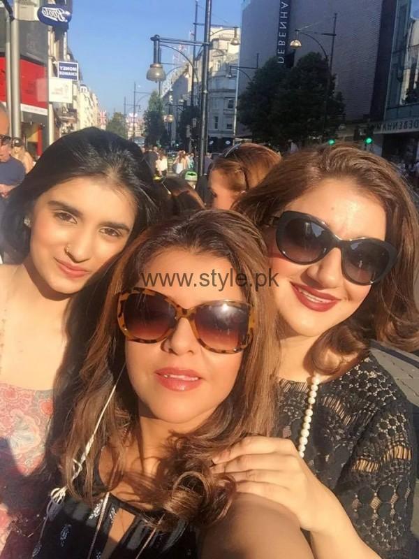 Ayesha Sana and Maria Wasti enjoying in London (7)