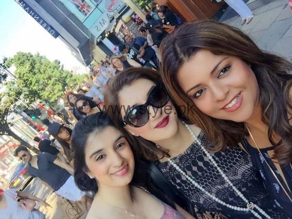 Ayesha Sana and Maria Wasti enjoying in London (8)