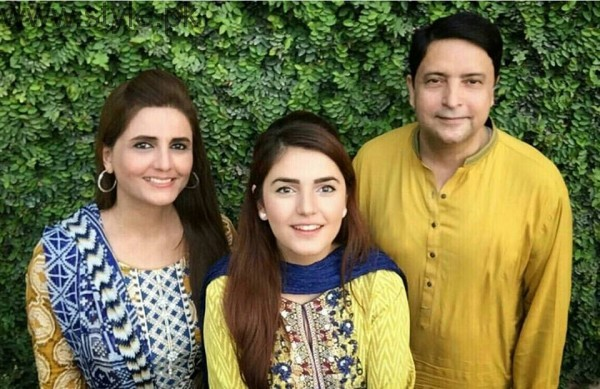 Momina Mustehsan's Family Pictures (11)