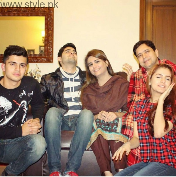 Momina Mustehsan's Family Pictures (14)