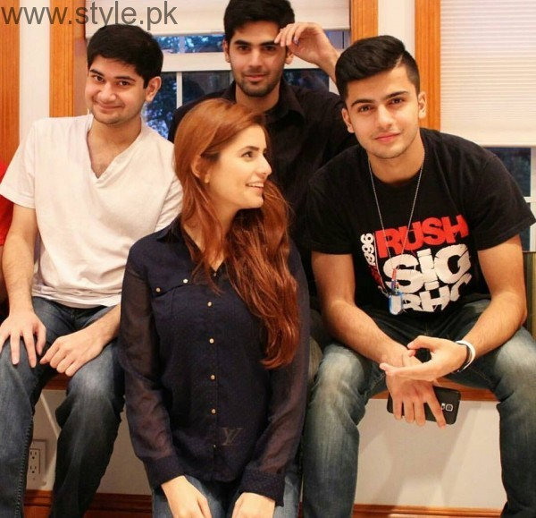 Momina Mustehsan's Family Pictures (16)