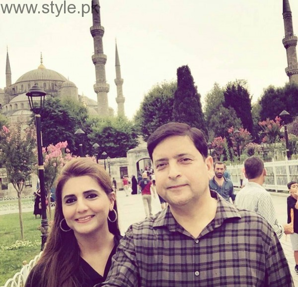 Momina Mustehsan's Family Pictures (6)