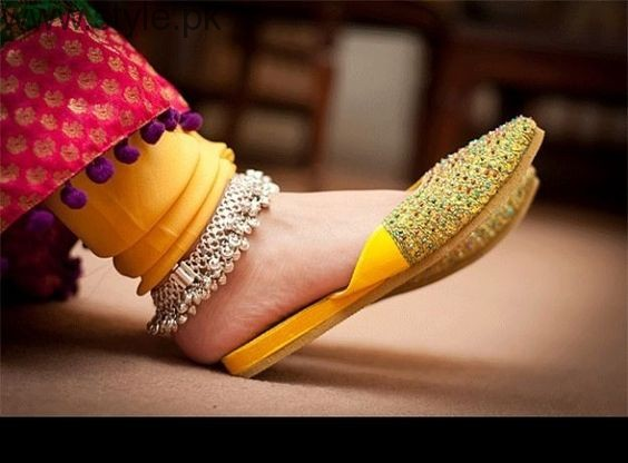 Latest Pakistani Khussa Designs 2016 for Eid (6)
