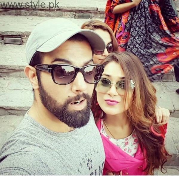 Recent Clicks of Indian Actress Sara Khan and Noor Hassan (3)