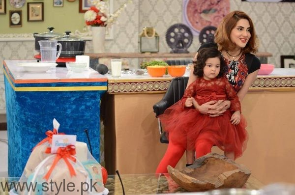 Fiza Ali with her daughter in Good Morning Pakistan (7)