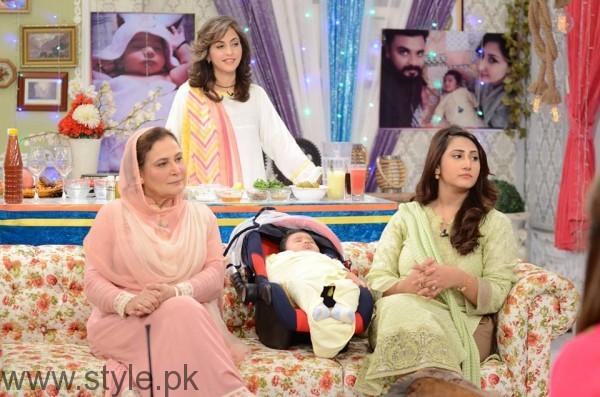 Pari Hashmi with her baby in Good Morning Pakistan (4)