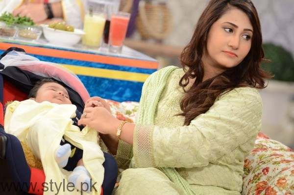 Pari Hashmi with her baby in Good Morning Pakistan (6)